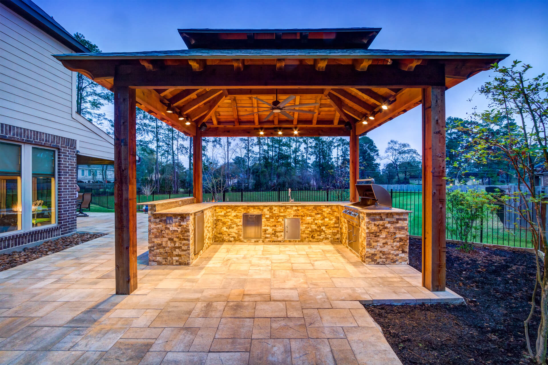 custom_full_outdoor_kitchen_spring_texas