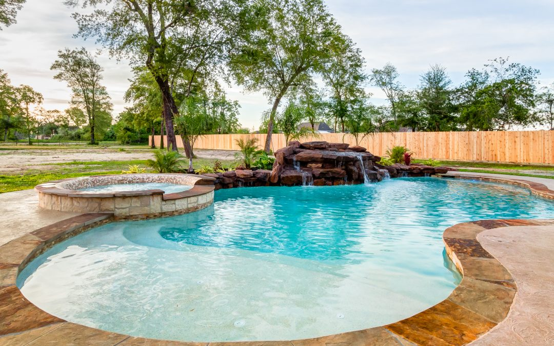 5 Must-Have Pool Features for Your Houston Backyard